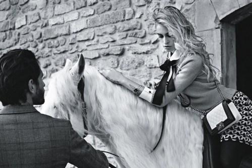 Alice Dellal para a Chanel